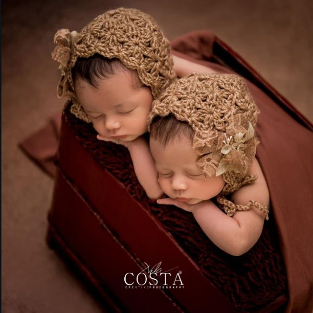 As gêmeas lindas de _danieleminelli e _rakaminelli ❤❤❤❤❤❤O Primeiro ensaio do seu BB tem que ser lindo e seguro! Com ambiente apropriado e c